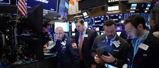 Händler an der New Yorker Börse in der vergangenen Woche: Die Angst vor den wirtschaftlichen Folgen des Coronavirus lässt die Aktienkurse nachgeben.