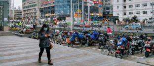 Straße in Shanghai: Das Coronavirus hat das Land derzeit fest im Griff.