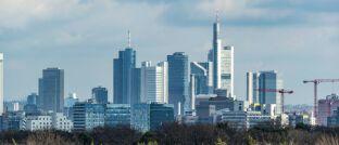 Das Bankenviertel in der Finanzmetropole Frankfurt: In Hessen verdienen Finanz- und Versicherungsprofis am meisten.