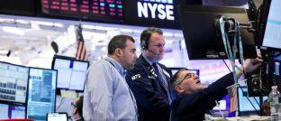 Händler an der New Yorker Börse: Unter den Hochzinsanleihen-Fonds gibt es auch im aktuellen Marktumfeld renditeträchtige Produkte.