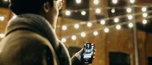 Smartphone & Co sorgen dafür, dass viele Arbeitnehmer jederzeit erreichbar sind.