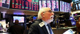 Händler an der New Yorker Börse am Montag: Die Aktienmärkte rund um den Globus haben deutlich verloren.