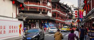 Straßenszene in Shanghai: Der MSCI Emerging Markets Index besteht zu 20 Prozent aus chinesischen A-Aktien.
