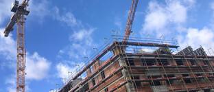 Baustelle für Wohnhaus in München: Immobilien sind die dominierende Anlageklasse bei Alternativen Investmentfonds.