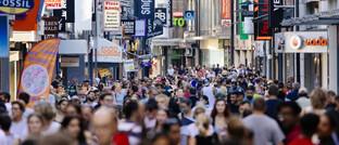 Fußgängerzone in Köln: Der neue Fonds von Monega setzt auf demografische Trends.