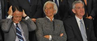 Japans Finanzminister Taro Aso, EZB-Chefin Christine Lagarde und Fed-Chef Jerome Powell (v.l.): Regierungen und Zentralbanken wollen dafür sorgen, dass kleine und mittelständische Unternehmen weiterhin Zugang zu Bankkrediten haben.