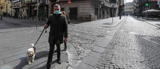 Menschenleere Straßen in Neapel: Für Italien, das in Europa am stärksten von der Corona-Pandemie betroffen ist, stellt der Generali-Hilfsfonds bis zu 30 Millionen Euro zur Verfügung.
