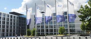 R+V-Zentrale in Wiesbaden: Unter den Versicherern schnitt der Anbieter aus der genossenschaftlichen Finanzgruppe Volksbanken Raiffeisenbanken am besten ab, gefolgt von der Europa Leben, Condor, Zurich Deutscher Herold, Hansemerkur und Barmenia.