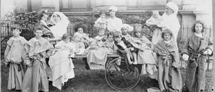 Krankenschwestern mit ihren Schützlingen während der Spanischen Grippe 1919 in Melbourne: Die Lage in bestimmten Industriezweigen wird sich wohl erst im Sommer kommenden Jahres wieder normalisieren.