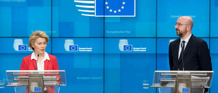 EU-Kommissionspräsidentin Ursula von der Leyen mit EU-Ratspräsident Charles Mitchel: In der EP-Plenartagung am 26. März 2020 könnte der Weg für Eurobonds frei gemacht werden.