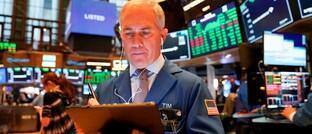 Börsenhändler in New York: Wer sich angesichts der aktuellen Rücksetzer nach und nach in den Markt einkauft, profitiert von niedrigen Einstiegskursen.