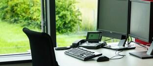 Büro-Arbeitsplatz: Eine Beaufsichtigung durch die Bafin könnte viele 34f-Vermittler zur Geschäftsaufgabe zwingen, befürchten Gegner des Vorhabens.