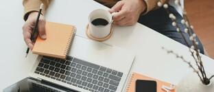 """Versicherungsvertrieb aus Homeoffice: """"Die Digitalisierung wird bei den Versicherungsvermittlern weiter zunehmen"""", erwarten die Autoren des Vema-Blogs."""