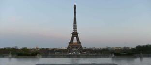 Blick vom menschenleeren Place du Trocadéro in Paris am 26. März 2020: Bevor sich hier wieder Touristen drängen, dürfte noch einige Zeit vergehen.