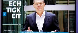 """Bundesfinanzminister Olaf Scholz (hier in einer TV-Übertragung) bringt gegen die Corona-Folgen eine """"Bazooka"""" an Finanzmitteln in Stellung: Eine neue Schuldenwelle könnte Deutschlands Schuldenquote von 59 auf 98 Prozent treiben."""