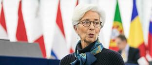 EZB-Chefin Christine Lagarde: Die Europäische Zentralbank darf nun sogar griechische Staatsanleihen als Sicherheit akzeptieren.