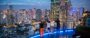 Rooftop-Bar in Bangkok: Sobald der Virusausbruch endet, ist mit einer sehr deutlichen Erholung der Volkswirtschaften rund um die Welt zu rechnen.