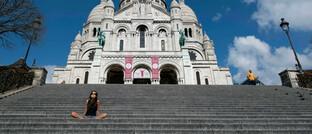 Von Touristen verwaiste Kirche Sacre Coeur in Paris: Experten raten Anlegern in der Corona-Krise zur Besonnenheit.