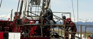 Öl- und Gas-Bohranlage in der Nähe der Rocky Mountains: Der Ölpreisverfall hat kaum Auswirkungen auf die Nachfrage nach erneuerbaren Energien.