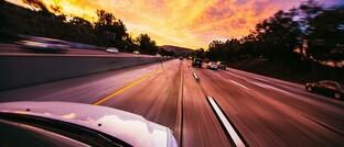 Autobahn: Experten schätzen, dass der Verkehr in der Corona-Krise um 30 Prozent gesunken ist. Das Stauaufkommen hat sich laut ADAC halbiert.