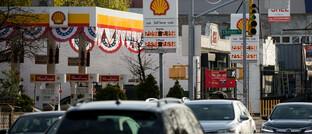 Tankstelle in New York: Die durch das Corona-Virus eingebrochene Nachfrage ließ den Ölpreis implodieren.