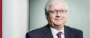 Jörg Freiherr Frank von Fürstenwerth: Der promovierte Jurist ist seit 1996 geschäftsführendes Präsidiumsmitglied und Vorsitzender der Geschäftsführung des Branchenverbandes GDV.