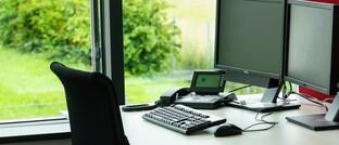 Büroarbeitsplatz: Bedingt durch die Corona-Krise müssen viele Maklerbetriebe derzeit schließen.