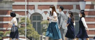 Passanten in Tokio: Eine Belebung japanischer Exporte dürfte auch die Binnenkonjunktur ankurbeln.