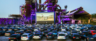 Autokino in Dortmund vor dem stillgelegten Hochofenwerk Phoenix-West: Die Corona-Kontaktverbote führen auch zu neuen Geschäftsideen