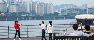 Beliebte Promenade am Fluss Hangang in Seoul: Das stark exportabhängige Südkorea ist die viertgrößte Volkswirtschaft in Asien und die zwölftgrößte weltweit.