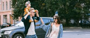 Eltern mit Tochter: Die Absicherung der Familie steht für Kunden der Plansecur-Berater an erster Stelle.