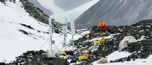 Bau eines 5G-Transmitters auf dem Mount Everest