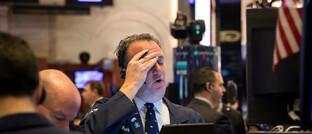 Börsenhändler an der NYSE am 18. März 2020. An diesem Tag wurde der Handel wegen des starken Kursverfalls des S&P 500 für 15 Minuten ausgesetzt.