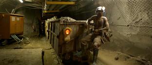 Goldminenarbeiter in der Provinz Gauteng, Südafrika: In den neuen Prinzipien für Goldinvestitionen geht es auch um die Arbeitsbedingungen in Goldminen.
