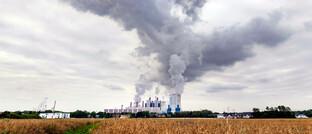 Besonders häufig nutzen Unternehmen aus dem Energiesektor grüne Anleihen: Anleger sollten genau hinsehen, ob die Erlöse tatsächlich für umweltfreundliche Projekte eingesetzt werden.
