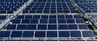 Solarpark in der Schweiz. Laut einer DIA-Umfrage spielt das ESG-Thema Umwelt für Anleger eine deutlich größere Rolle als die weiteren Aspekte Soziales und Unternehmensführung.