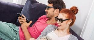 Heimkino mit 3D-Brille: Unternehmen in Themenbereichen wie Telearbeit, Homeoffice, Home-Entertainment-Systeme, Infrastruktur, 5G und Gesundheit fahren hohe Gewinne ein.