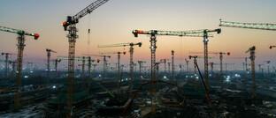Baukräne in der chinesischen Provinz Hebei