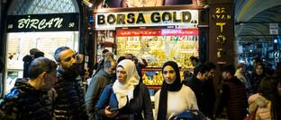 Verkaufsstelle eines Goldhändlers auf dem Großen Basar in Istanbul: In türkischer Lira gerechnet hat sich der Preis des Edelmetalls seit 2010 nahezu verzehnfacht.