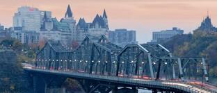 Skyline von Ottawa: Währungen der Industrieländer wie die von Australien, Kanada und Norwegen dürften von der Dollarabwertung profitieren.