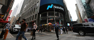 Straßenszene in New York: Tech-Aktien kommen bisher gut durch das Börsenjahr 2020.