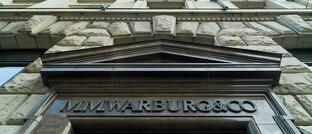 Schriftzug am Eingang der Privatbank M.M. Warburg