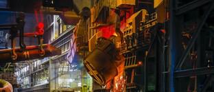 Stahlherstellung in Duisburg: Asset Manager wie Fidelity pochen vor allem in emissionsstarken Branchen auf Bemühungen, den CO2-Ausstoß zu reduzieren.