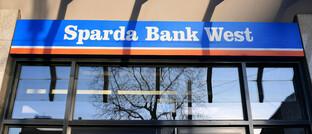 Filiale der Sparda-Bank West in Oberhausen: Das Institut ist Kunden des IT-Dienstleisters Sopra Financial Technology, der von einem Fintech-Kosnsortium neue Softwaremodule für die Anlageberatung und Vermögensverwaltung erhält.