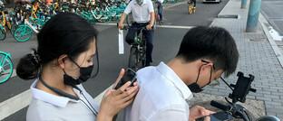 Alle am Smartphone: China ist dem Westen im Hinblick auf die Nutzung neuer Technologien vier bis fünf Jahre voraus.