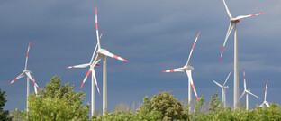 Windkrafträder: Die Mittel in nachhaltig anlegenden Fonds wachsen aktuell rasant, beobachtet der BVI.