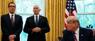 US-Finanzminister Steve Mnuchin, Vizepräsident Mike Pence und Präsident Donald Trump (von links): Ein weiterer ETF ermöglicht Zugang zu US-Staatsanleihen.