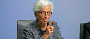 """EZB-Chefin Christine Lagarde: Angesichts der gewaltigen Verschuldung weltweit ist eine Rückkehr zu """"normalen"""" Zinsen kaum mehr möglich."""