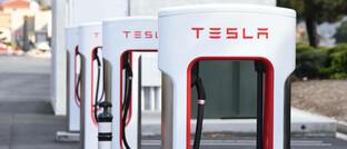 Tesla-Ladestationen: Die Aktie des E-Autobauers gehört zu den Vermögenswerten mit bereits großer Teuerung
