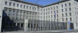 """Das Bundesfinanzministerium in Berlin: Die Behörde arbeitet mit """"Vehemenz"""" an einem Plan zur Riester-Reform:"""